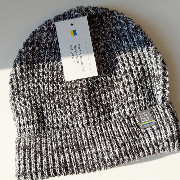 NWT Larsson & co | black & white heathered beanie